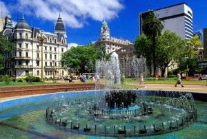 Argentina-Buenos-Aires-Plaza-de-Mayo