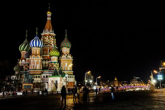 Una veduta notturna di Piazza Rossa a Mosca