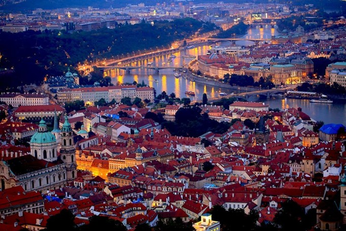 Praga panorama di notte