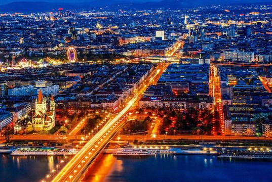 Veduta notturna di Vienna